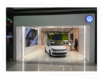 Domingo Alonso Group is placed at the European front-line in the digital transformation of the automotive sector with the creation of the Volkswagen Digital Store, in the Atlantic Commercial Centre, in Gran Canary. This offers the buyers the information on the models that they are interested in through touch screens, videowalls and driving simulators in a totally virtual environment.
