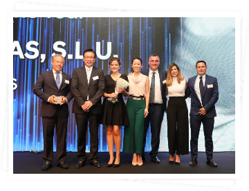 Hyundai Canarias receives the Distributor of the Year award in an act that took place coinciding with the 5th anniversary of the presentation of Hyundai Canarias by the hands of Domingo Alonso Group. In just 5 years the Korean brand has gone from the 16th to the 5th position in the sales ranking.